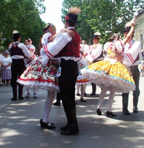Voivodina_Hungarians_national_costume_and_dance_6